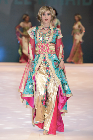 Samira El Mhaïdi Knouzi 2007 - Brocart de soie perlée, cristaux Swarovski, sfifa en sqalli et swaq